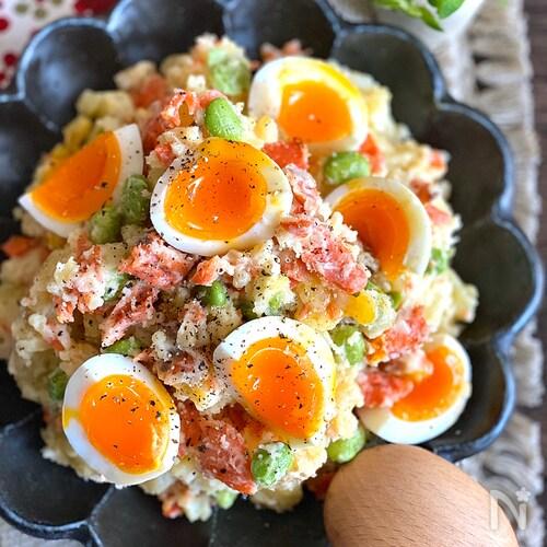 ごま油風味で食べたらやみつき♪鮭と枝豆の和ポテサラ