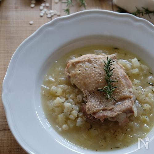 鶏肉とローズマリーの押麦のスープ