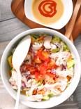 スプーンで食べる!しっとり鶏むね肉サラダ・スパイシー胡麻ドレ