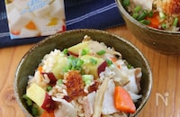 秋の味覚!さつまいもと豚バラの豚汁風炊き込みご飯