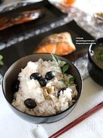 黒豆煮と梅の炊き込みご飯