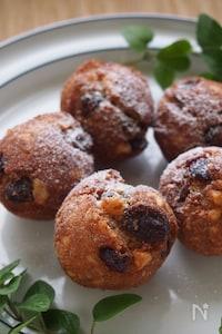 パン粉で簡単に作る!たっぷりナッツとレーズンのココドーナツ。