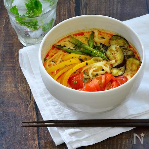 焼き野菜のトムヤムクンうどん