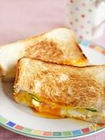 ポテトサラダと卵チーズのホットサンド