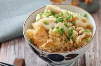 牡蠣だし醤油で味が決まる!鶏ひき肉と蓮根の炊き込みご飯