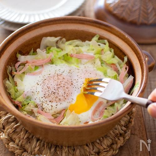 キャベツと卵の土鍋蒸し。夕食のおかず、ワインのお供にも。