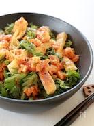 香ばしお揚げと春菊のキムチドレッシングサラダ