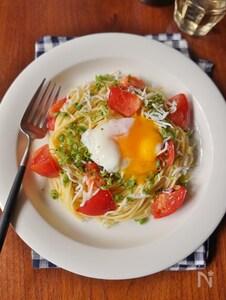トマトとシラスの冷製月見パスタ