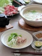 ネギ豚レタスの豆乳しゃぶしゃぶ鍋。