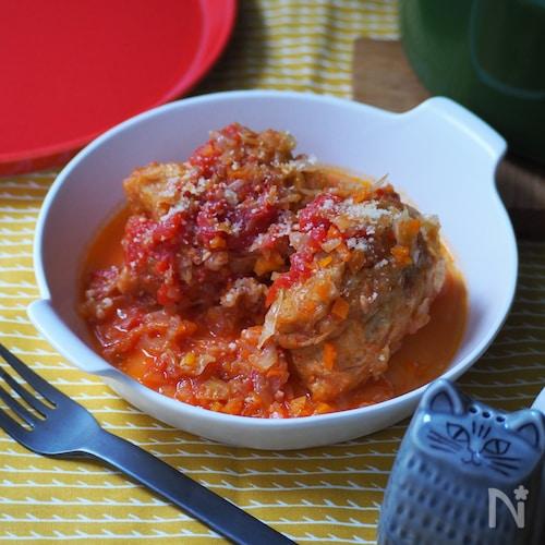 肉詰め油揚げのトマト煮込み