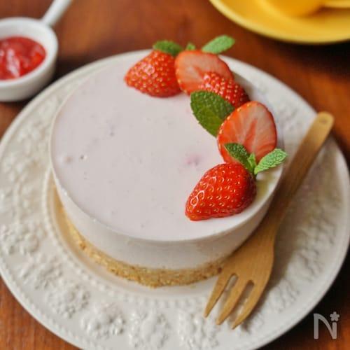 母の日にも♡イチゴヨーグルトケーキ