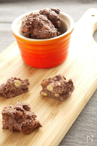 小麦粉を使わないおからパウダーのチョコクッキー、トッピングに岩塩