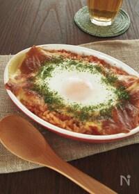 『朝ごはんに♪チーズと卵がとろ~り、トマタマチー焼きリゾット』