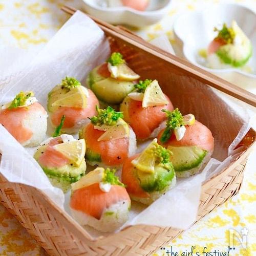 スモークサーモンとアボカドの手まり寿司