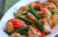 鶏肉とオクラとトマトのガリバタぽん酢炒め
