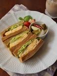 ふわふわオムレツとレタスのサンドイッチ