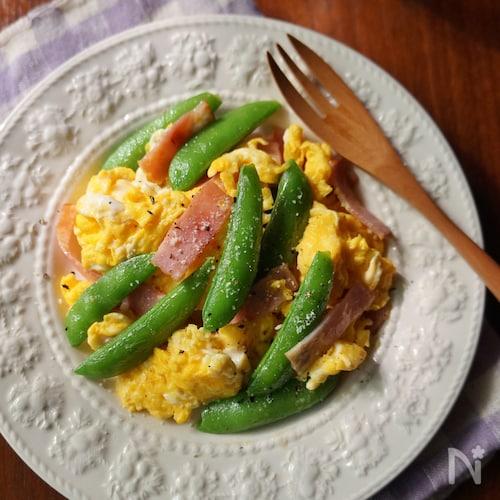 スナップエンドウと卵の塩バター炒め
