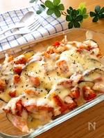 魚嫌いも食べられる♡生鮭となすのバジルトマトチーズ焼き
