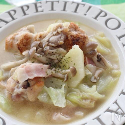 鶏手羽元の塩バタースープ