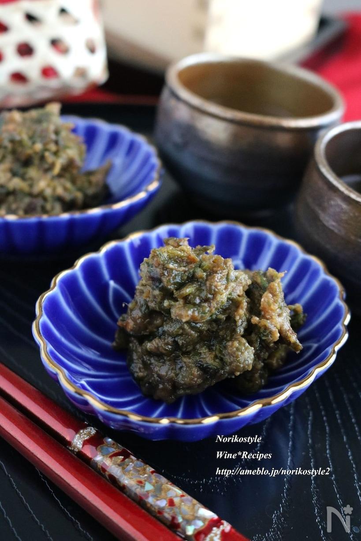 青い菊皿に盛られたふき味噌