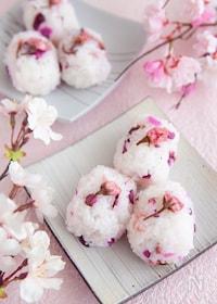 『桜のおむすび』