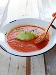 アボカドを食べる、トマトスープ。