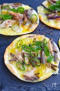 【餃子の皮で簡単】山菜とさば缶の和風ピザ