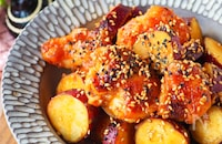 【甘辛がクセに】むね肉とさつま芋の柔らか旨辛ヤンニョムチキン