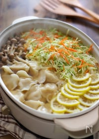 『山盛りキャベツと水餃子のレモン鍋』