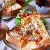 新玉ねぎで【オニオンベーコンチーズトースト】