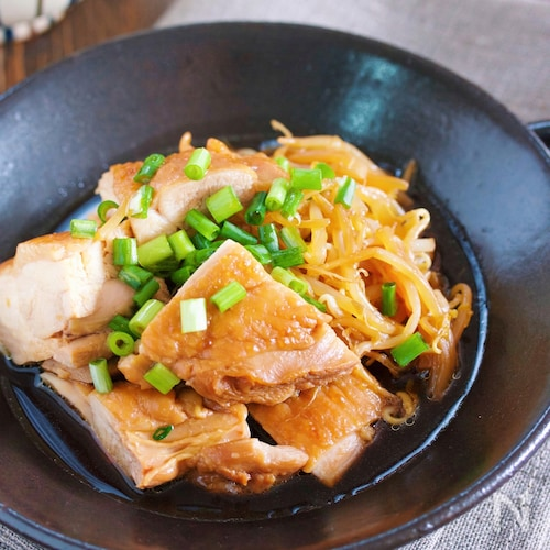 煮るだけ♪『鶏肉ともやしのコクうま♡生姜じょうゆ煮』