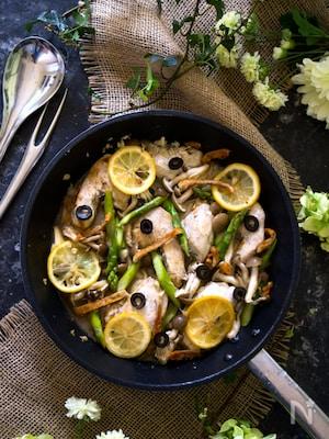 鶏ムネ肉と野菜のレモンガーリックワイン蒸し