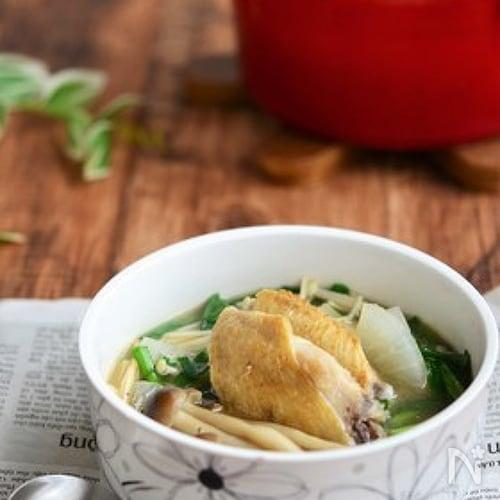 手羽先とにらの食べる生姜スープ鍋