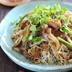 セリと舞茸と鶏肉のかた焼き蕎麦