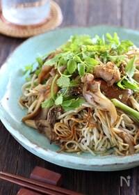 『セリと舞茸と鶏肉のかた焼き蕎麦』