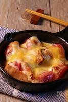 絶品やみつき♪トマトのキムチーズ焼き