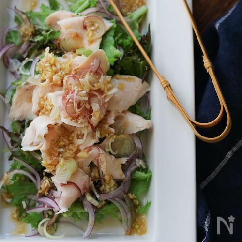 しっとり茹で鶏のネギドレッシングサラダ。