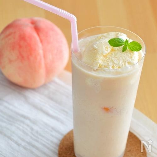 贅沢!桃のフロート。とろりとした桃スムージーにバニラアイス♪