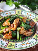 【ご飯がススム】鶏むね肉とシャキシャキ小松菜のスタミナ炒め