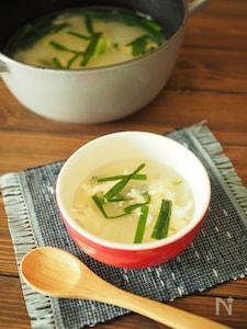生姜で仕上げてじんわりあったか♡大根とにらの卵スープ
