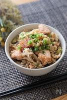 ほっこり秋の味覚♡鮭と舞茸と塩昆布の炊き込みご飯