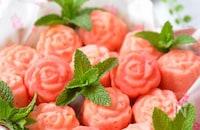 卵不使用☆ふんわりもっちり♡米粉とホワイトチョコの薔薇ケーキ