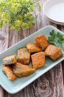子供も喜ぶお魚レシピ♡鮭のガーリックカレーバジルチーズ