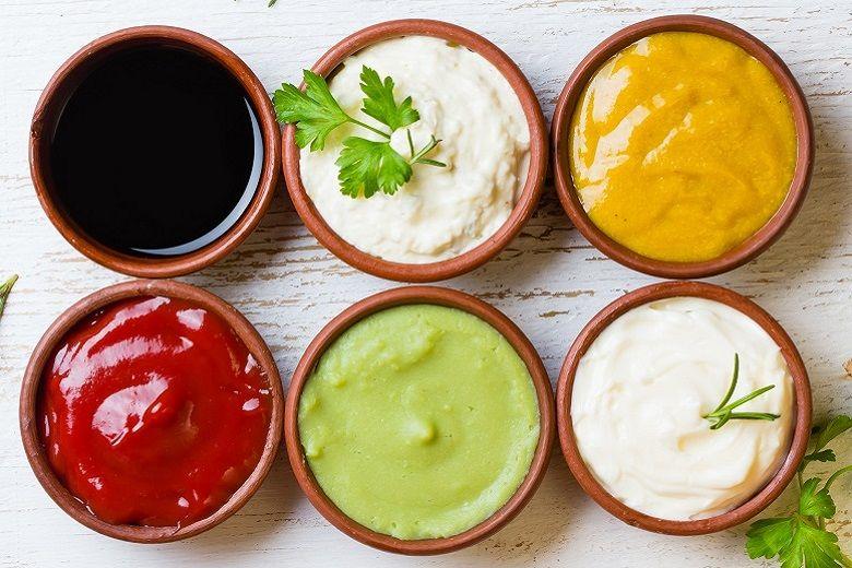 ソースの種類と特徴|ウスター、トマト、タルタル、ホワイト(ベシャメル)、オイスター、チリ、サルサなど