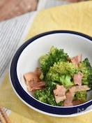 蒸し煮ブロッコリーとガーリックのサラダ