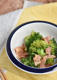 『蒸し煮ブロッコリーとガーリックのサラダ』