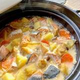 コクと旨味が濃い♡石狩鍋風北海道ミルクバター鍋