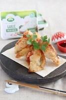 クリームチーズと海老の揚げ焼き餃子