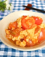 彩り鮮やか♡ご飯が進む!トマトと卵のコク旨中華オイスター炒め