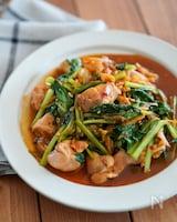 あと味さっぱりご飯がすすむ♪鶏肉と小松菜のスタミナキムチ炒め